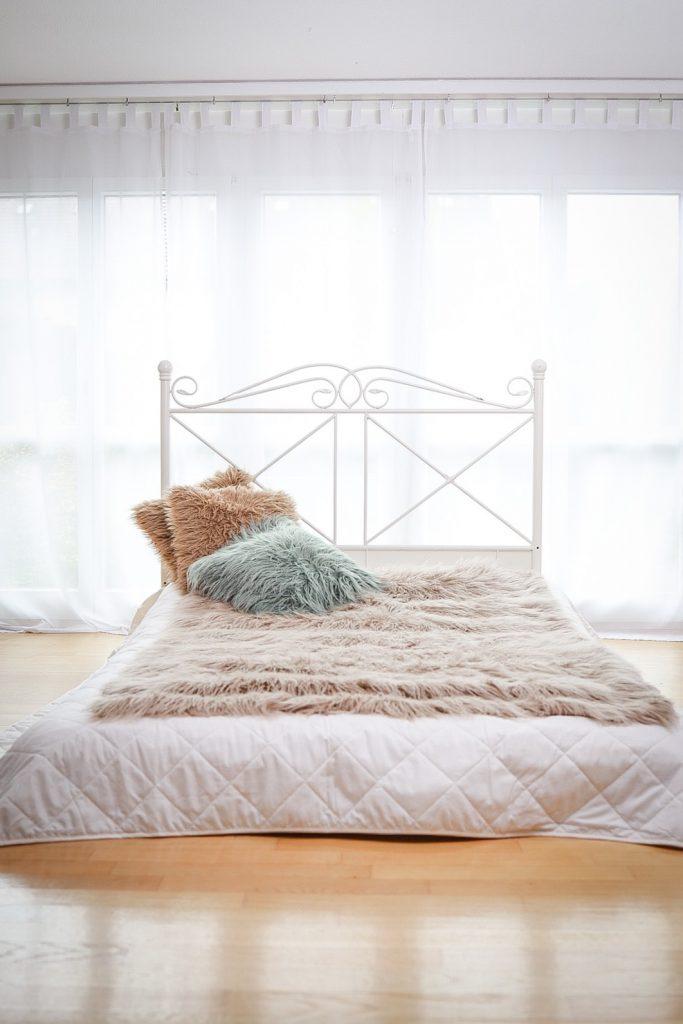 Bett für Baby FotoShooting mit der ganzen Familie