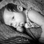 Baby Fotografie schwarz weiss
