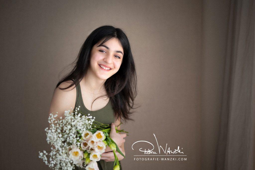 Mädchen mit Blumen Portrait Zürih