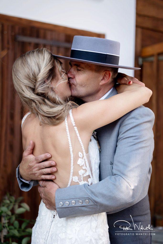 Brautpaar Hochzeitskuss